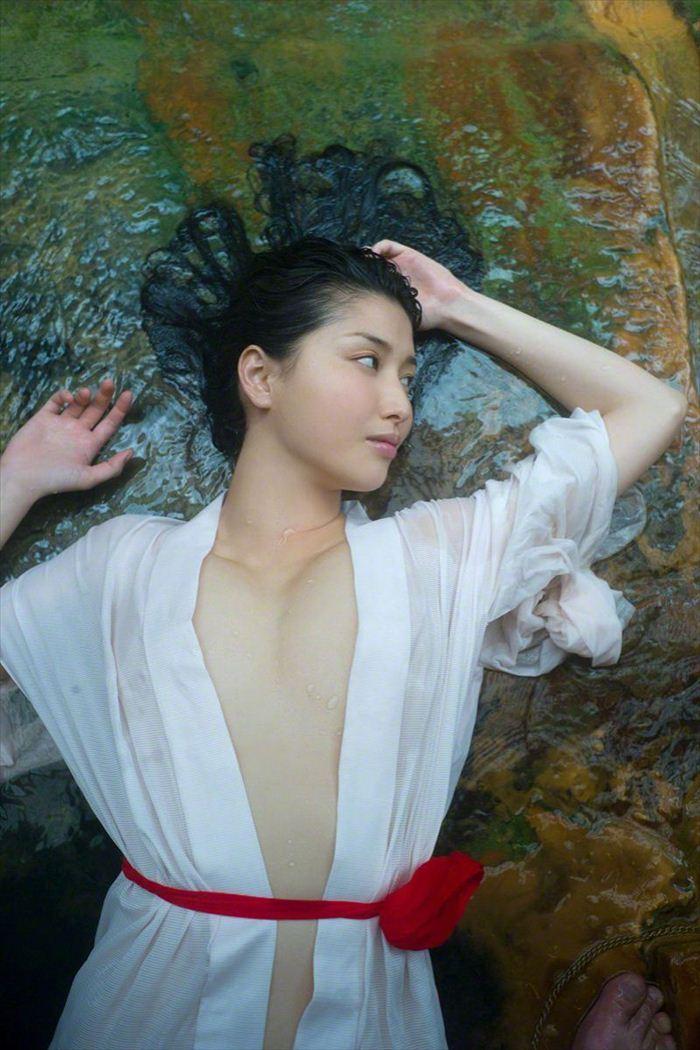 橋本マナミ 乳首画像 048