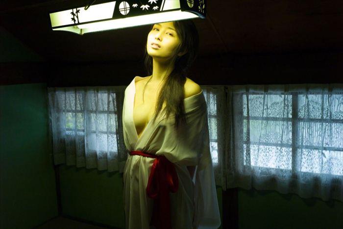 橋本マナミ 乳首画像 060