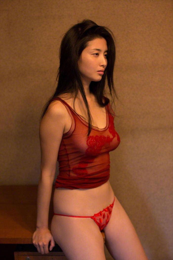 橋本マナミ 乳首画像 062