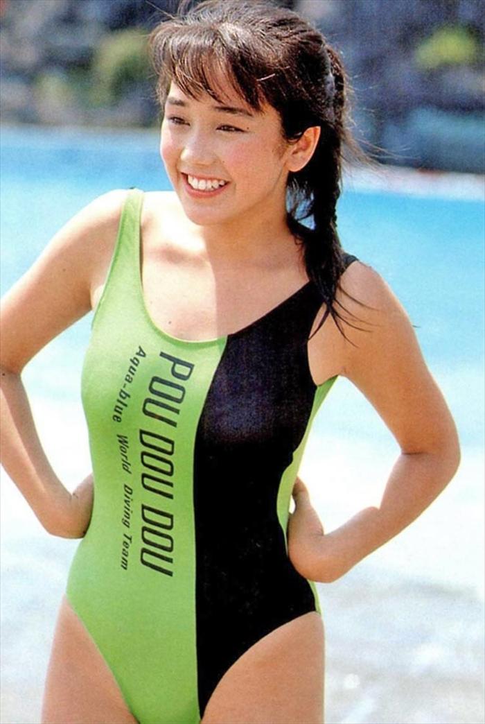 西田ひかる 水着画像 065