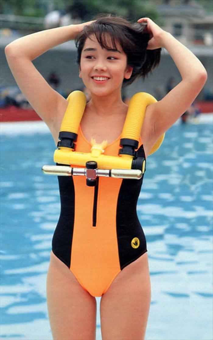 西田ひかる 水着画像 079