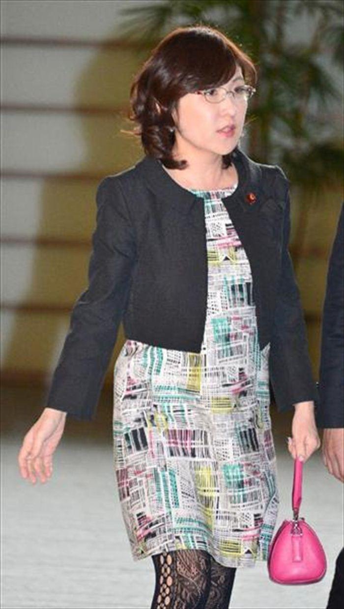 稲田朋美 エロ画像 023
