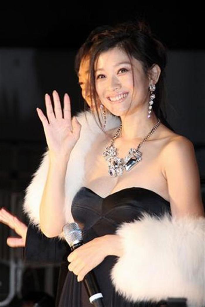 篠原涼子 エロ画像 049