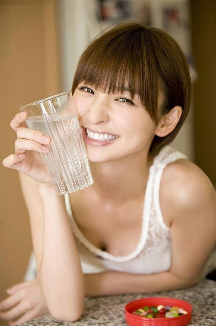 篠田麻里子 エロ画像 047