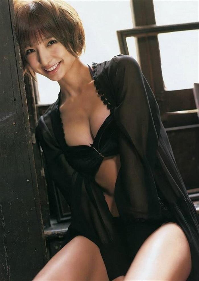 篠田麻里子 エロ画像 072