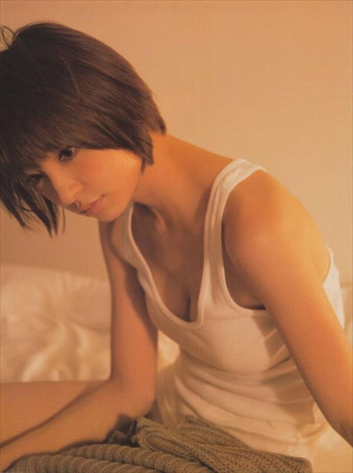 篠田麻里子 エロ画像 079