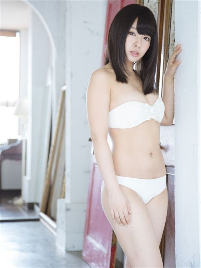 山田菜々 エロ画像 071