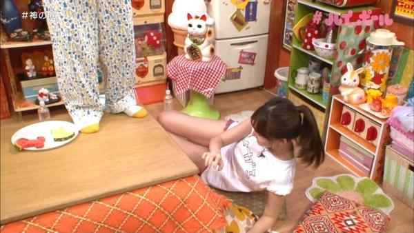 小嶋陽菜 セクハラエロ画像035