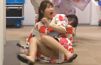 渋谷凪咲パンチラGIF&エロ画像33枚!ドッキリでガチパンツを露出する放送事故www