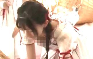 JKアイドル(16)が乳首ポロリ放送事故!貧乳すぎてオッパイ丸見えwww【GIF&エロ画像40枚】