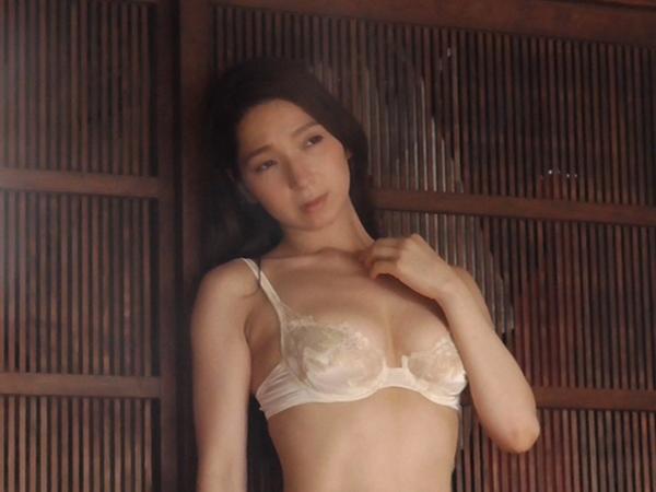 鶴あいか セミヌードエロ画像014