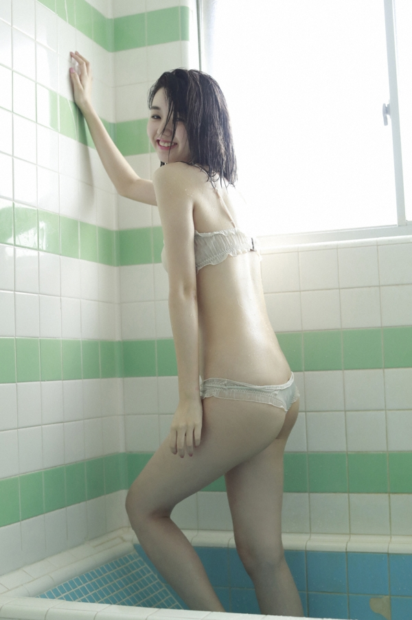 江野沢愛美 水着エロ画像006