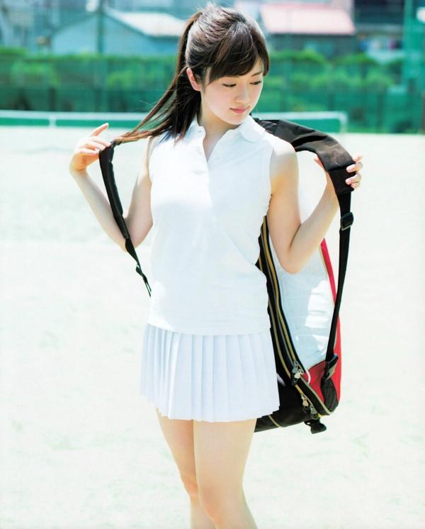 樋口日奈 おっぱいエロ画像009