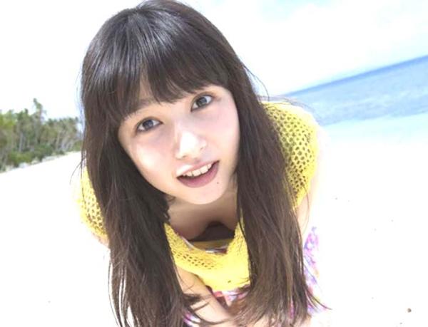 桜井日奈子 胸チラエロ画像003