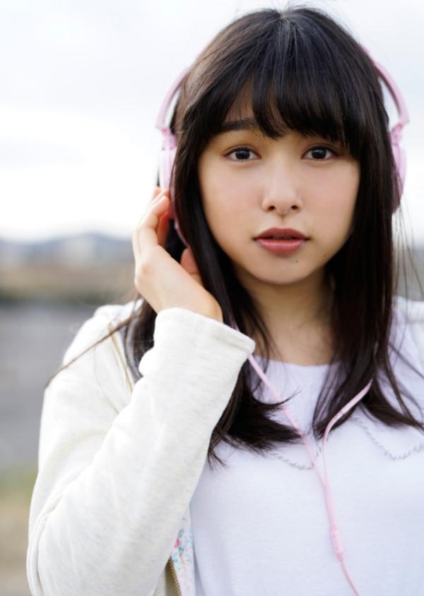 桜井日奈子 胸チラエロ画像015