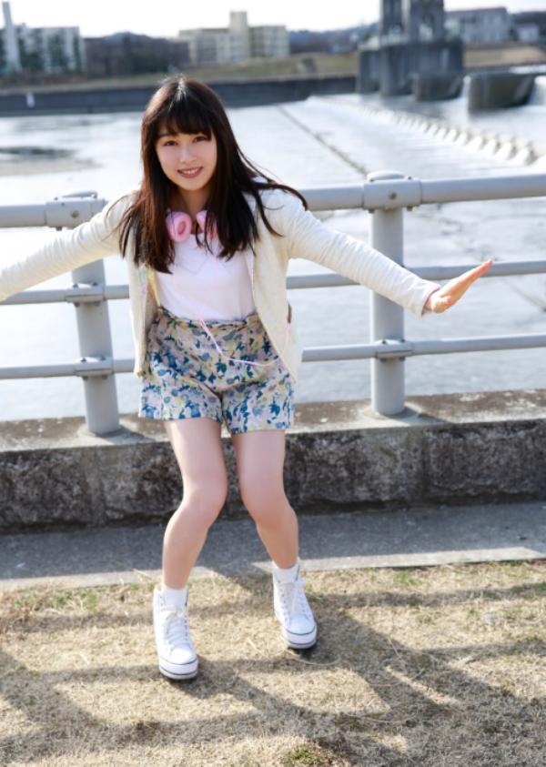 桜井日奈子 胸チラエロ画像021
