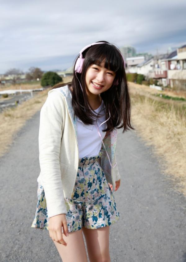 桜井日奈子 胸チラエロ画像023
