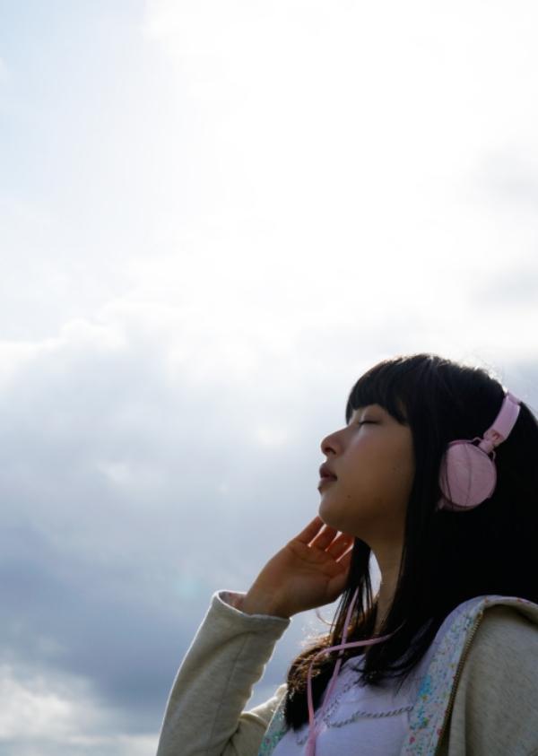 桜井日奈子 胸チラエロ画像024