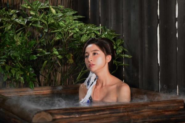 篠田麻里子 全裸入浴エロ画像001