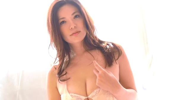 鈴木ミレイ おっぱいエロ画像022