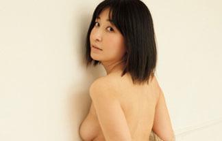小野真弓、チクビ出し写真集の追加カット解禁☆お乳の大部分を露出wwwwww(えろ写真21枚)