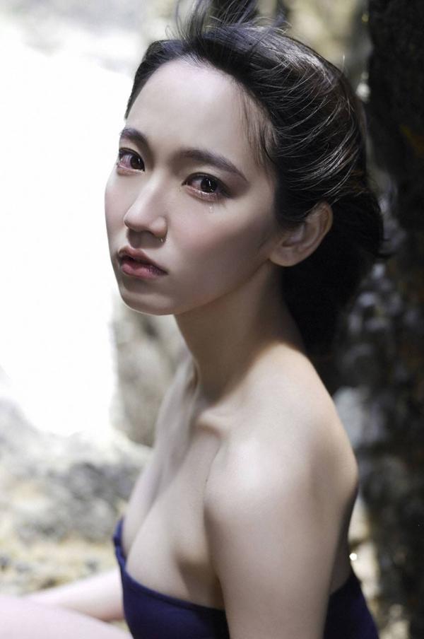 吉岡里帆 乳首エロ画像006