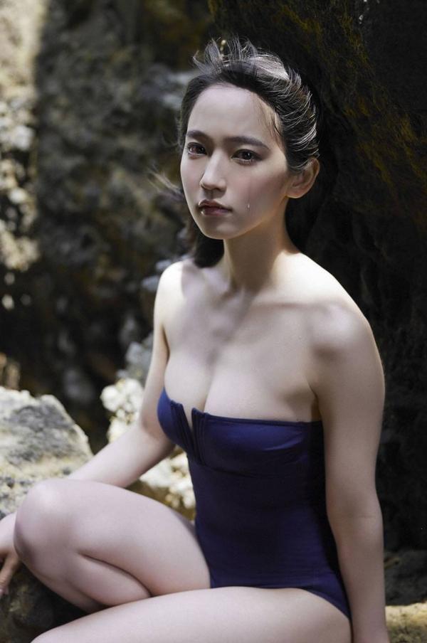 吉岡里帆 乳首エロ画像007