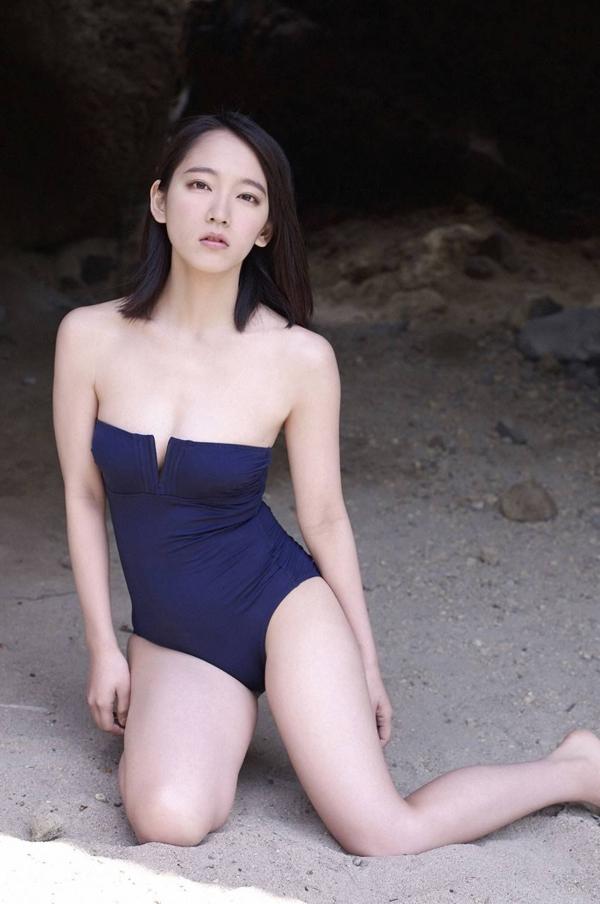 吉岡里帆 乳首エロ画像014