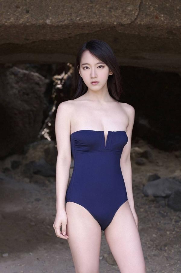 吉岡里帆 乳首エロ画像016