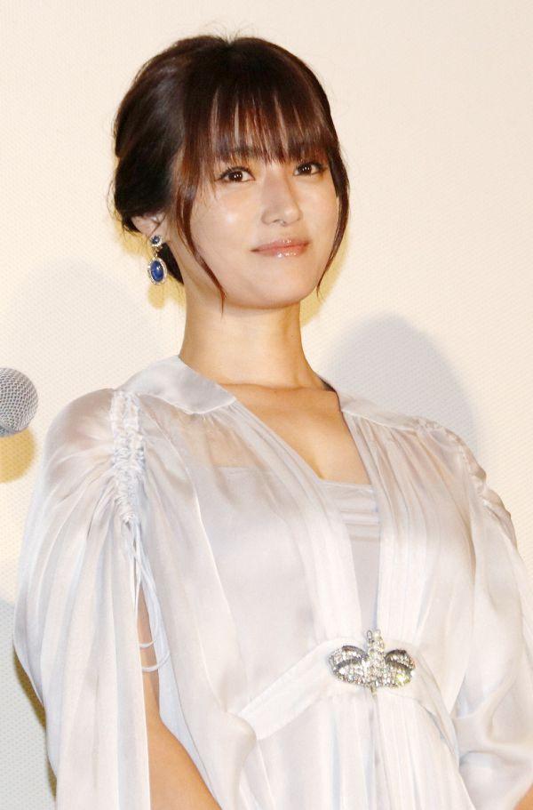 深田恭子さん、スケベすぎるオッパイを朝っぱらから露出www【エロ画像14枚】
