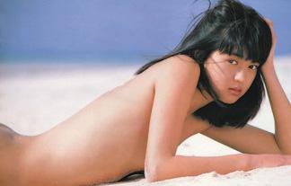 鷲尾いさ子ぬーど写真72枚☆映画でチクビ丸出しになっていた元鉄骨小娘のモデル女優☆