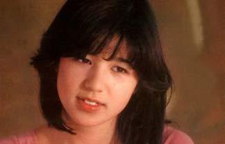石野真子ぬーど写真95枚☆元あいどる歌手のチクビ丸出し写真がえろすぎてヌける☆