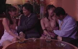 (TVキャプ)深夜番組はまるでAV☆チクビが見えるハプニングもいっぱい☆(えろ写真)