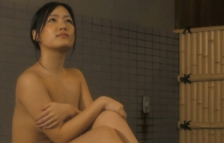 (TVキャプ)混浴番組でグラドルの裸お尻を執拗に狙い撃ちwwwwwwチクビも映せよwwwwwwwwwwww(えろ写真)