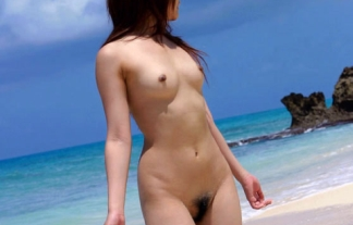 (外露出)海だと裸でも何だか許される気がするヘンタイ露出狂wwwwwwwwww(えろ写真)