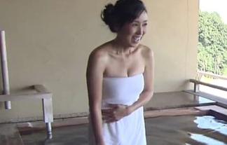 案外イケる?西村知美とかいう44才人妻の混浴入浴美巨乳お乳胸チラとか誰得?(写真・ムービー)