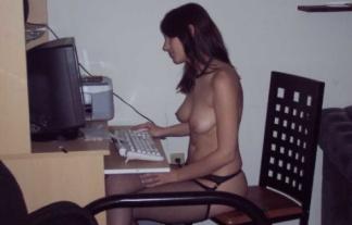 海外のヒキオタ腐女子が裸でおなにー待機中wwwwww結構モデル多くてワロタwwwwwwwwww(えろ写真)