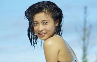 小島瑠璃子がスクール水着でマンスジ露出☆あんだけ活躍してんのに過激だなwwwwww(ムービー&写真あり)