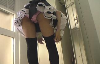 (秘密撮影)メイドさんカフェのトイレや更衣室に隠しカメラを設置した結果…(写真15枚)
