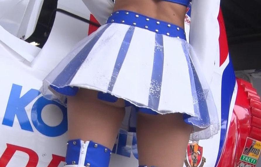 (写真)テレビ東京の深夜番組でレースクイーンのハミ尻が映るwwwwwwww
