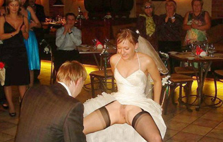 (ヘンタイ)花ヨメが結婚式でテンション上がってハメ外しすぎた結果wwwwwwww(写真21枚)