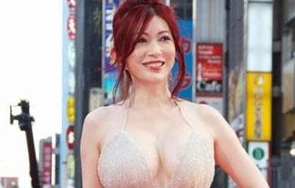 (ロケット乳)叶美香さんレッドカーペットに露出狂過ぎる格好で登場wwwwww