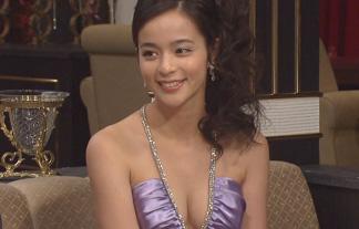 (お宝)人気女優がドラマで魅せたサービスお乳、光速で保存したwwwwww(写真48枚)