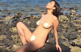 鈴木ふみ奈の貝殻ミズ着がほぼ裸☆2ch「ただのヘンタイ」「貝殻の下は黒アワビ」(写真あり)