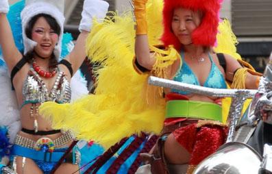 (浅草サンハカーニバル)JAPANで一番露出が高いイベントの様子がこちらwwwwwwほとんど見えてるしwwwwww