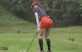 (写真)稲村亜美が尻を突き出しながらゴルフをする姿がシコれるんだがwwwwwwww