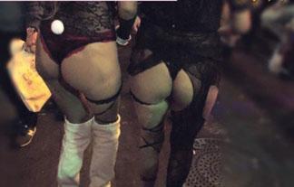渋谷のハロウィンで露出している女子wwwwこれはチカンされても文句いえんなwwww