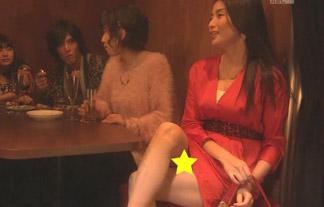 (パンツ丸見え)橋本マナミ、スカート短すぎてパンツ見えちゃってるwwwwww(キャプえろ写真)