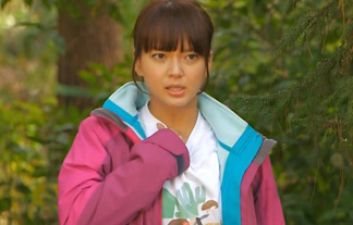 多部未華子、ドラマで背中にブラ線くっきり透け透けハプニング☆(えろ写真19枚)