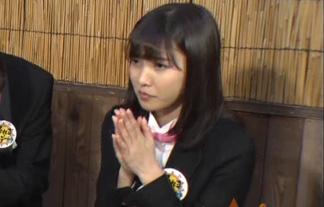 (パンツ丸見え)佐野ひなこ、ミニスカ衣装の中身が完全に見えてる☆(キャプえろ写真)